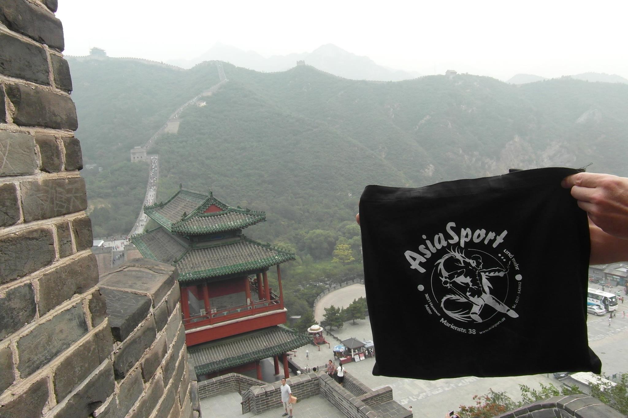 Mike Wedding an der Chinesischen Mauer (chinesisch 萬里長城 / 万里长城